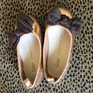 Gap gold shiny girl's dress shoes with brown bow